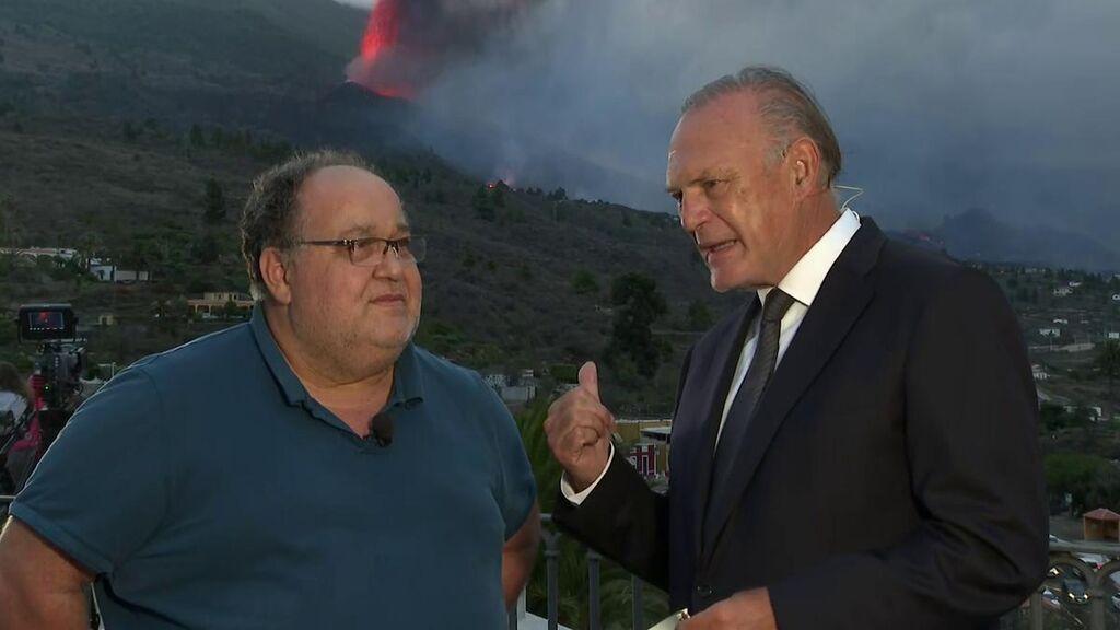 """Pedro Piqueras con Nemesio, vulcanólogo: """"Los volcanes nos envían telegramas"""""""