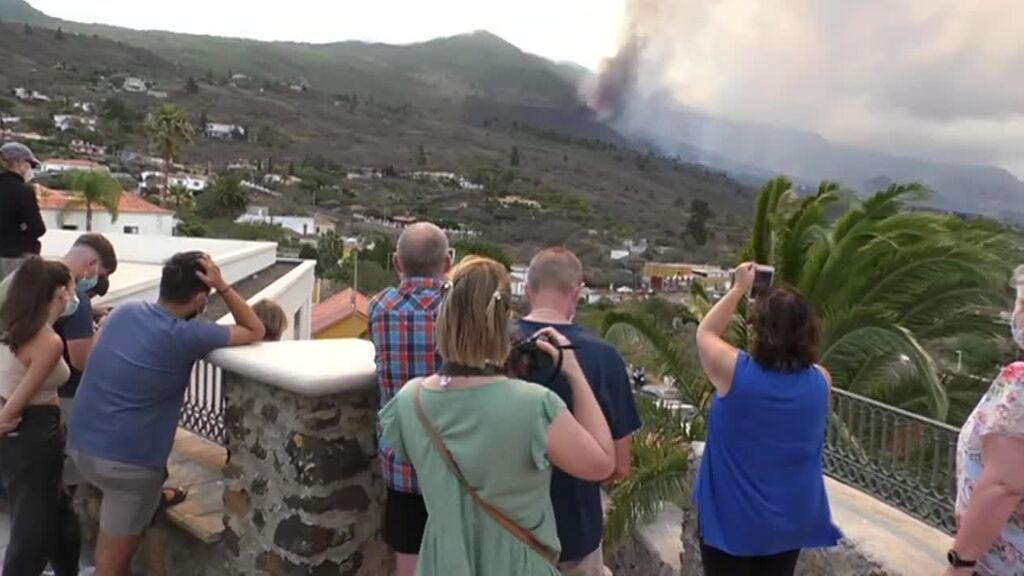 Los peligros de acercarse a un volcán en erupción