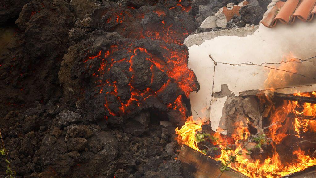 El movimiento de la lava en La Palma se ralentiza y no llegará al mar esta noche