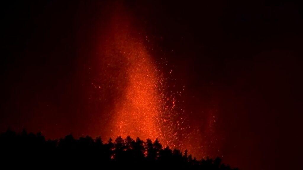 La erupción del volcán de La Palma tiene dos fisuras y nueve bocas