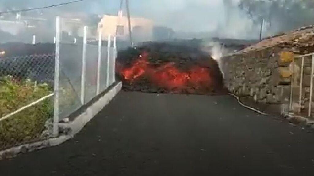 La imagen de la lava por las calles de La Palma que da miedo