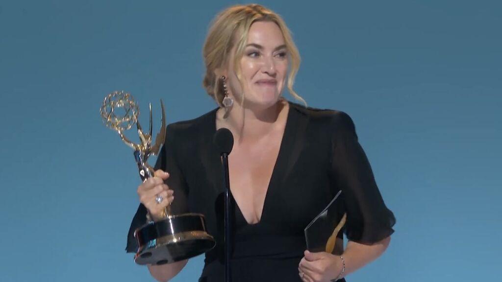 """El discurso lleno de sororidad de Kate Winslet tras ganar el Emmy: """"La mujeres tenemos que apoyarnos"""""""