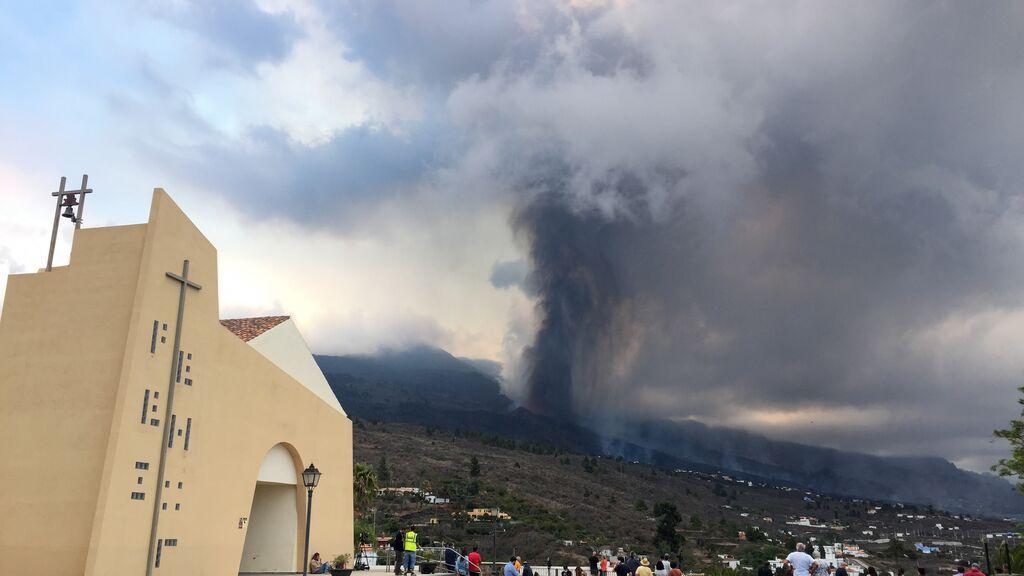 Pirocúmulo sobre La Palma: cómo podría generar rayos la nube volcánica