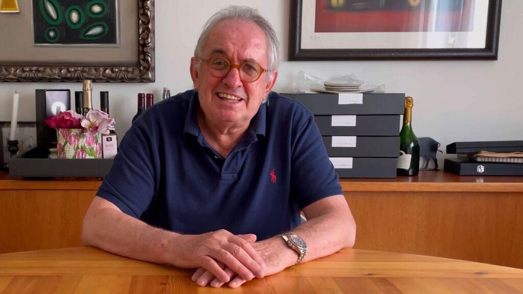 Rafuel explica a Manuel Vilas cómo hacer el Ternasco de Aragón