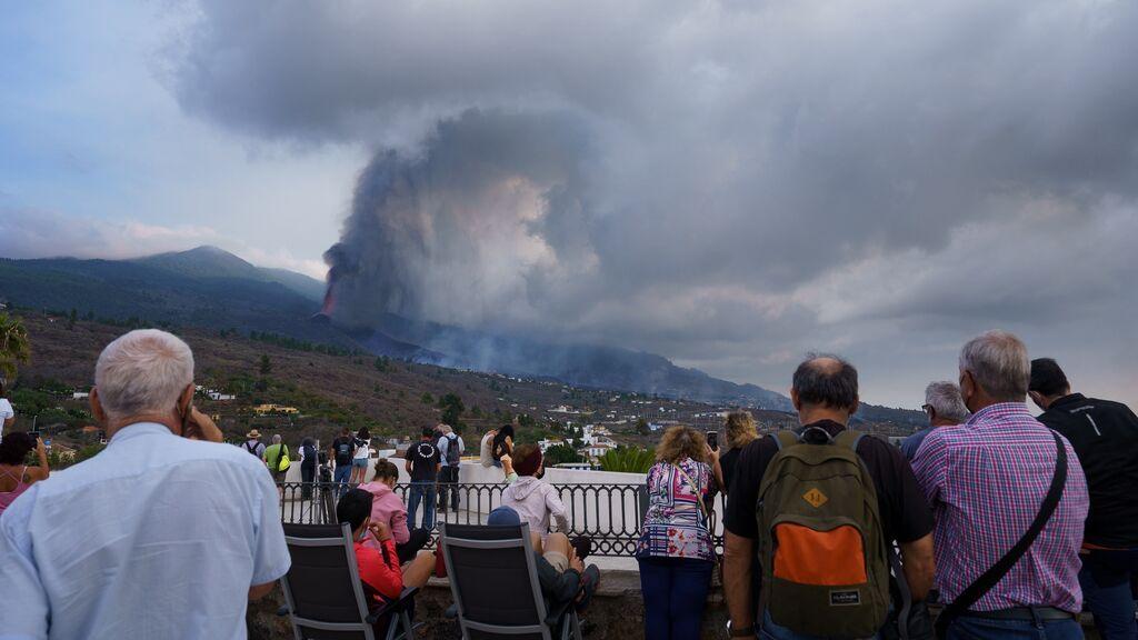 La lava del volcán de La Palma destruye 100 casas mientras los vecinos esperan ayudas