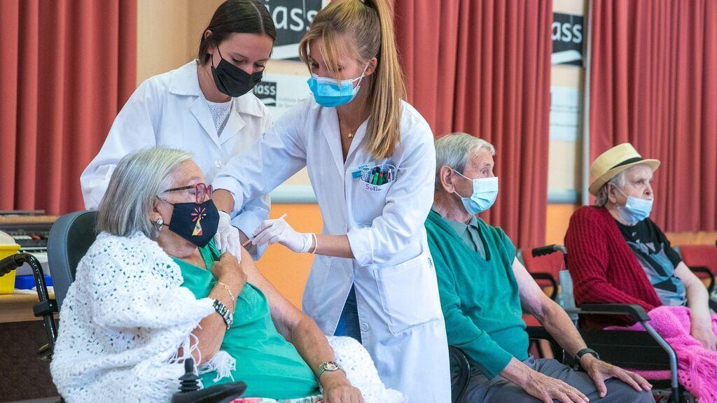 Aragón espera completar las terceras dosis a residentes la próxima semana