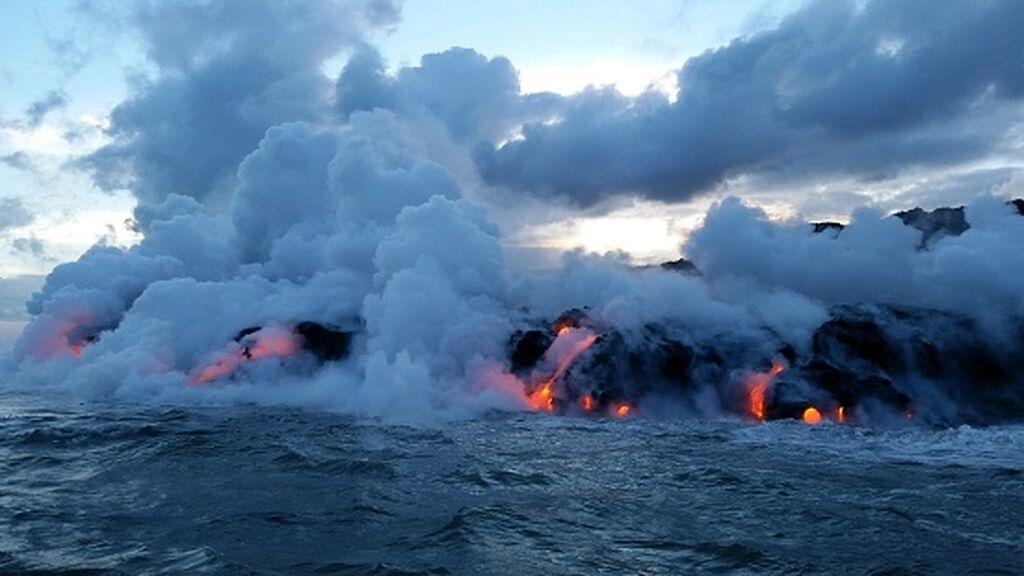 Los efectos de la lava cuando entra en contacto con el mar