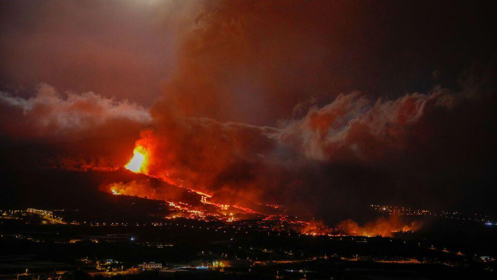 Casi 200 viviendas arrasadas y 5.700 evacuados en La Palma mientras la lava avanza hacia el mar