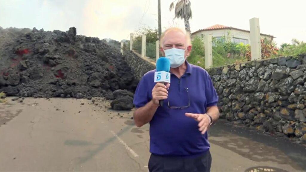 Pedro Piqueras recorre una lengua de lava en La Palma