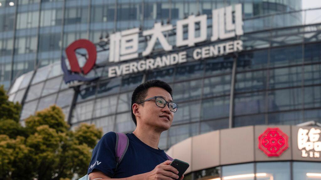 """""""Devolvednos el dinero"""", la quiebra del gigante inmobiliario Evergrande amenaza con un 'Lehman Brothers chino'"""