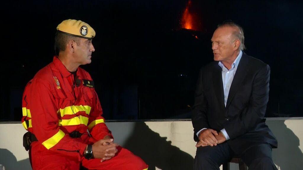 Pedro Piqueras entrevista a Manuel Burgos, responsable de la UME en la isla de La Palma