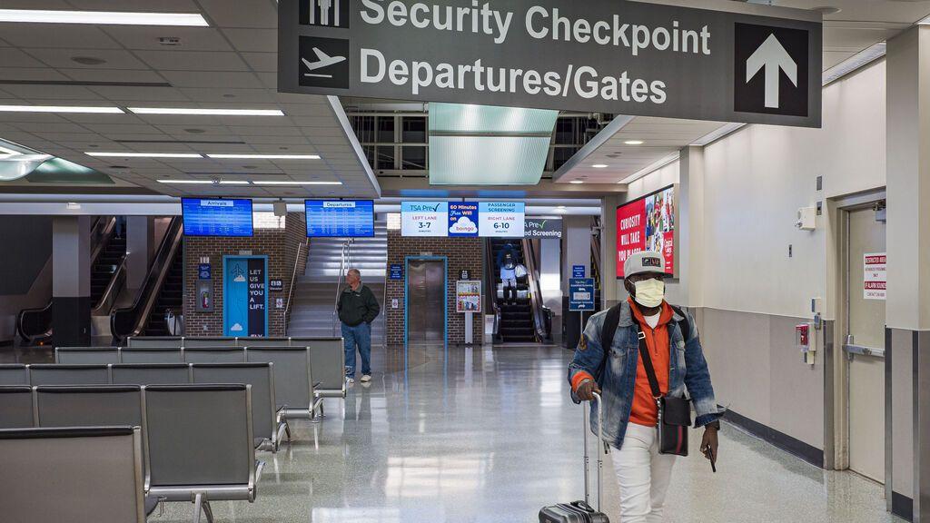 Estados Unidos levantará las restricciones para los viajeros que estén vacunados a partir de noviembre