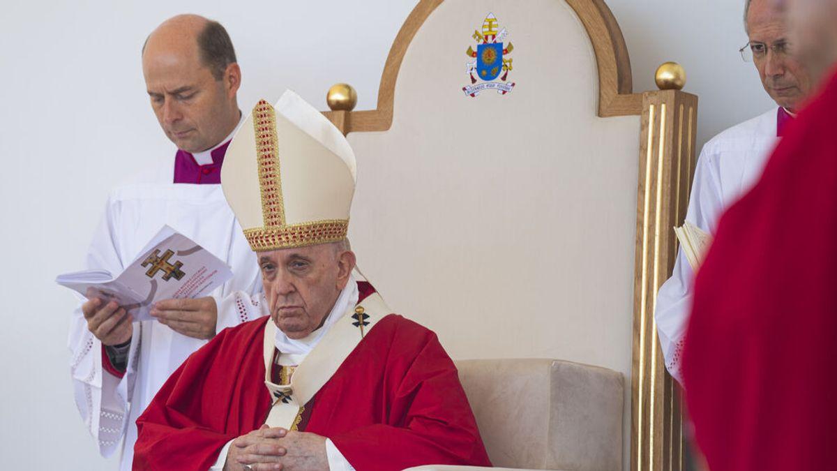 """El Papa revela que tras su operación """"algunos le querían muerto"""" y hubo reuniones de prelados para preparar cónclave"""