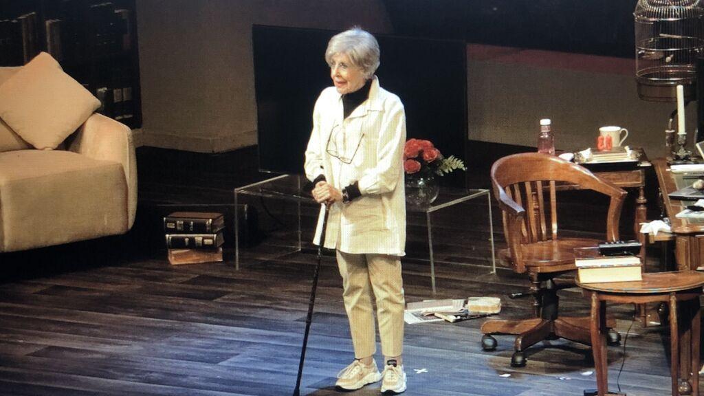 La ovación a una emocionada Concha Velasco en su despedida de los teatros