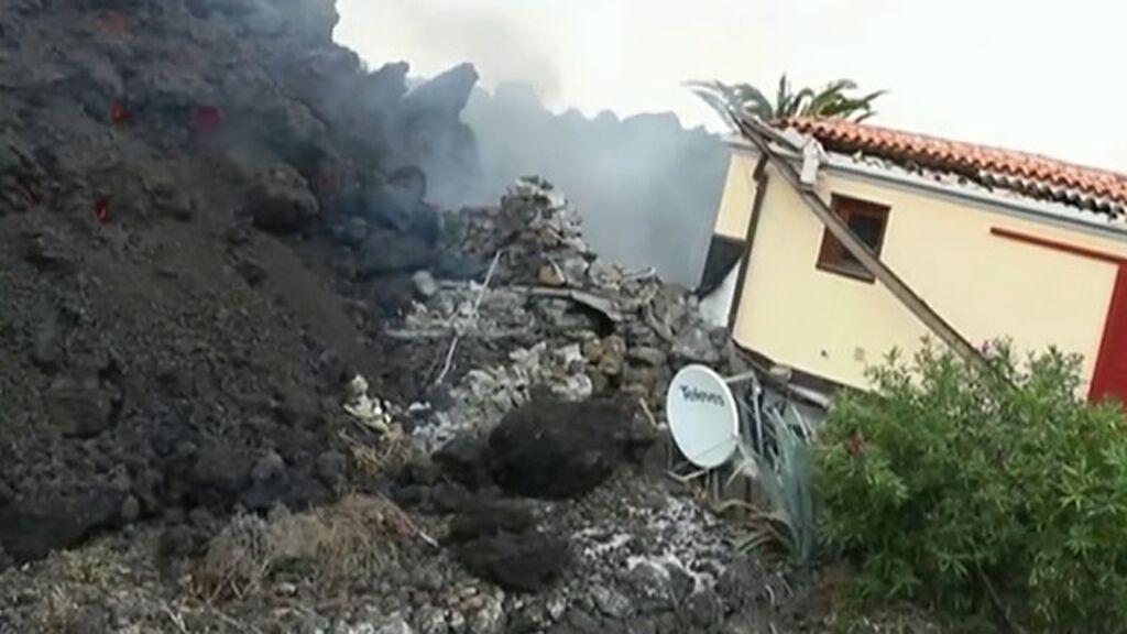 Las coladas de lava del volcán de La Palma arrasan numerosas viviendas: más de mil están en riesgo