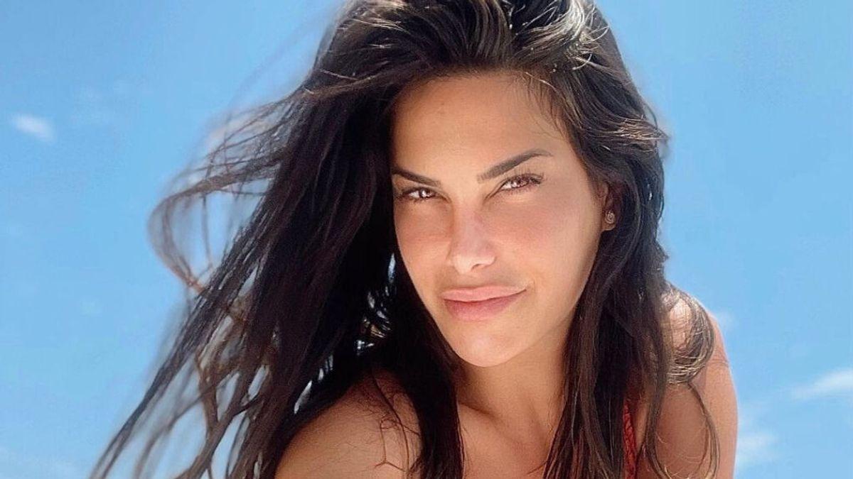"""Carla Barber posa completamente desnuda en la piscina: """"Lanzarote al natural"""""""
