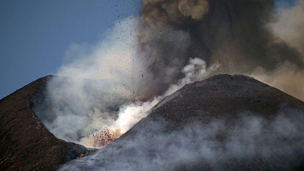 """La nueva erupción del Etna y el volcán de La Palma son fenómenos independientes: """"No hay relación"""""""