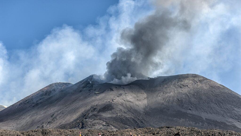 El volcán Etna entra en erupción en Sicilia