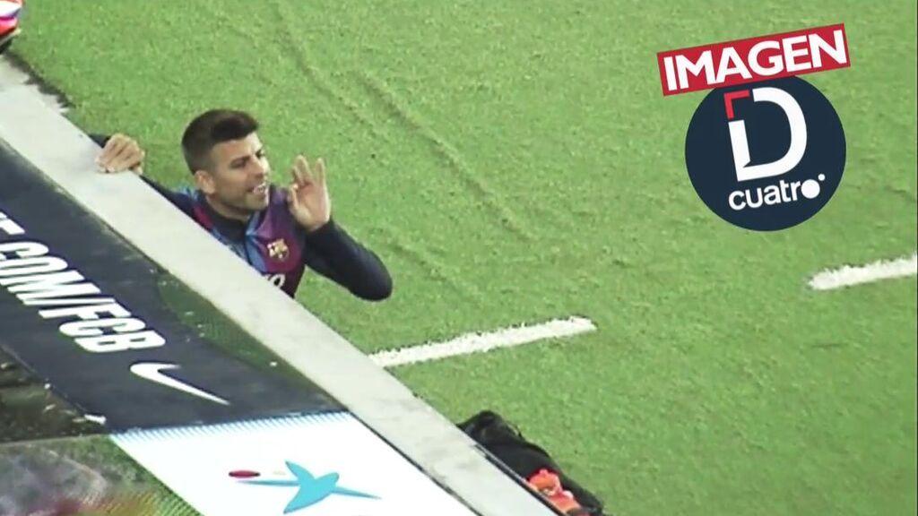 """Piqué, el líder del Barça, tiró del equipo dando indicaciones desde el banquillo: """"Es una vergüenza"""""""