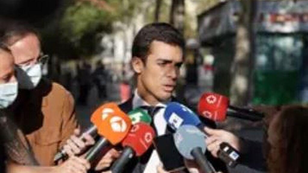 """Los agentes de la 'patada en la puerta' irán a juicio ante los """"sólidos"""" indicios de allanamiento de morada"""