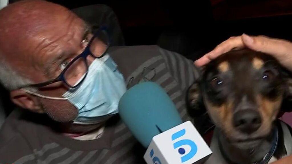 Pedro, no sin mis perros: duerme en un coche en plena erupción del volcán