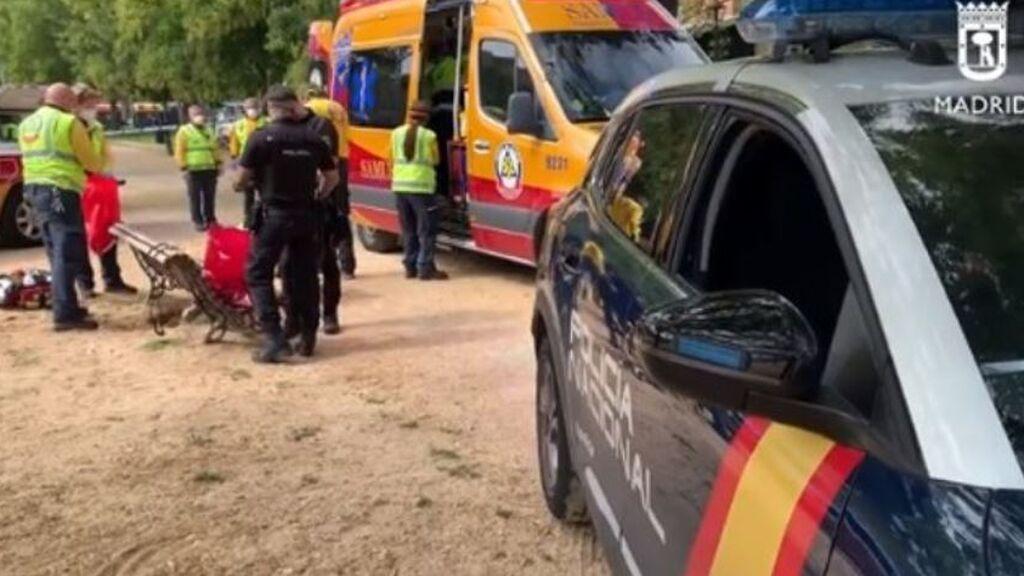 Un joven de 19 años apuñalado de gravedad en un parque de Madrid: le dejan la mano semiamputada
