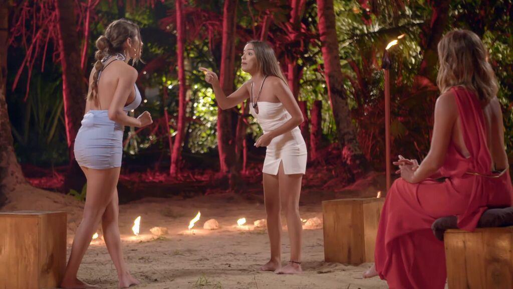 """El intenso cara a cara de Marina y Lucía en el círculo de fuego: """"Os tocasteis estando yo dormida"""""""