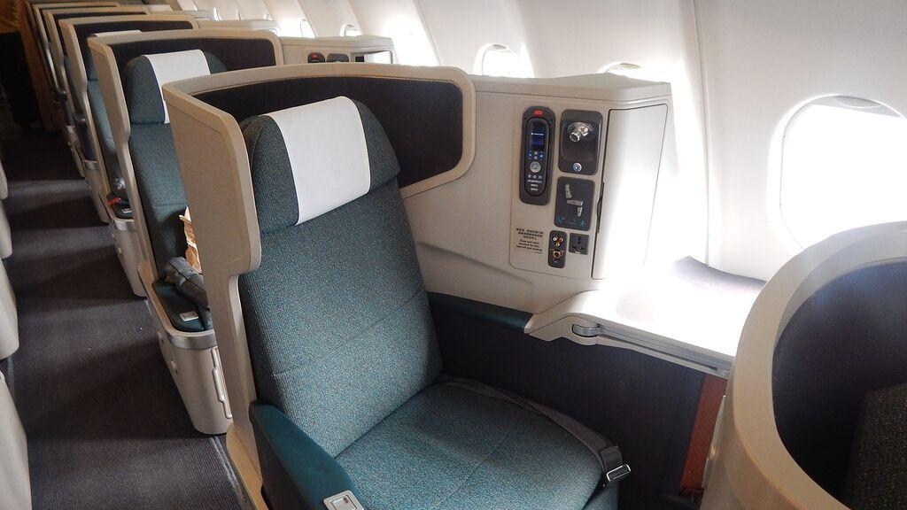 El truco para viajar en primera clase sin pagar más