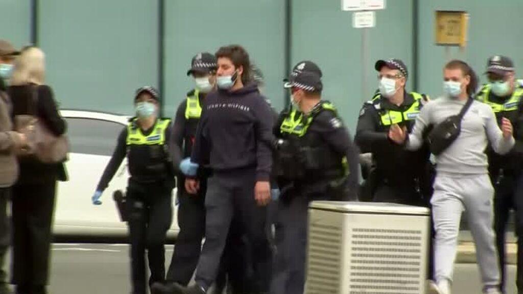 Cientos de detenidos en Australia en protestas contra las restricciones por la covid