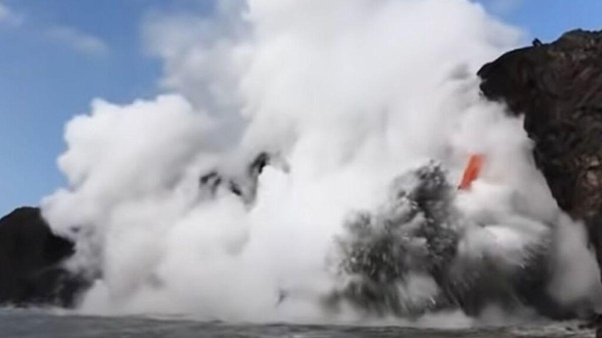 Explosión del volcán Kilauea (Hawái) en el mar