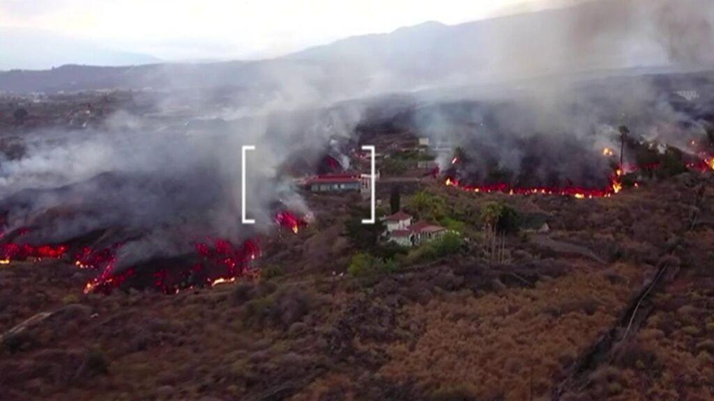 Las viviendas milagro que resisten al volcán de La Palma