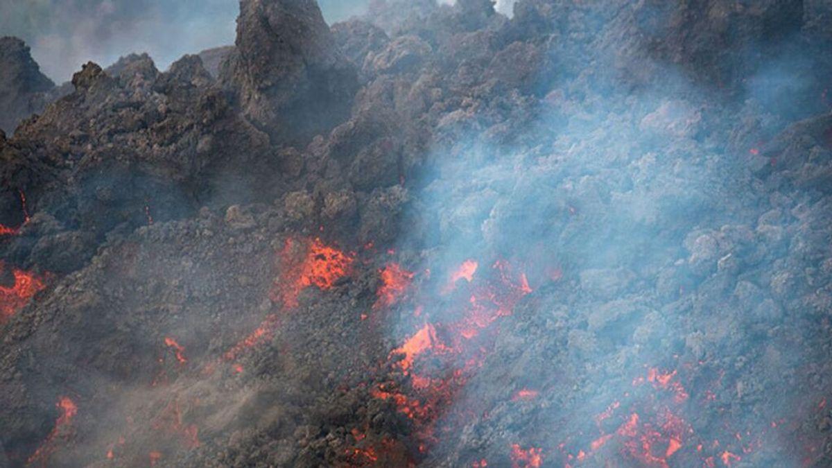 El comité científico empieza a dudar de que las coladas de lava en La Palma lleguen al mar