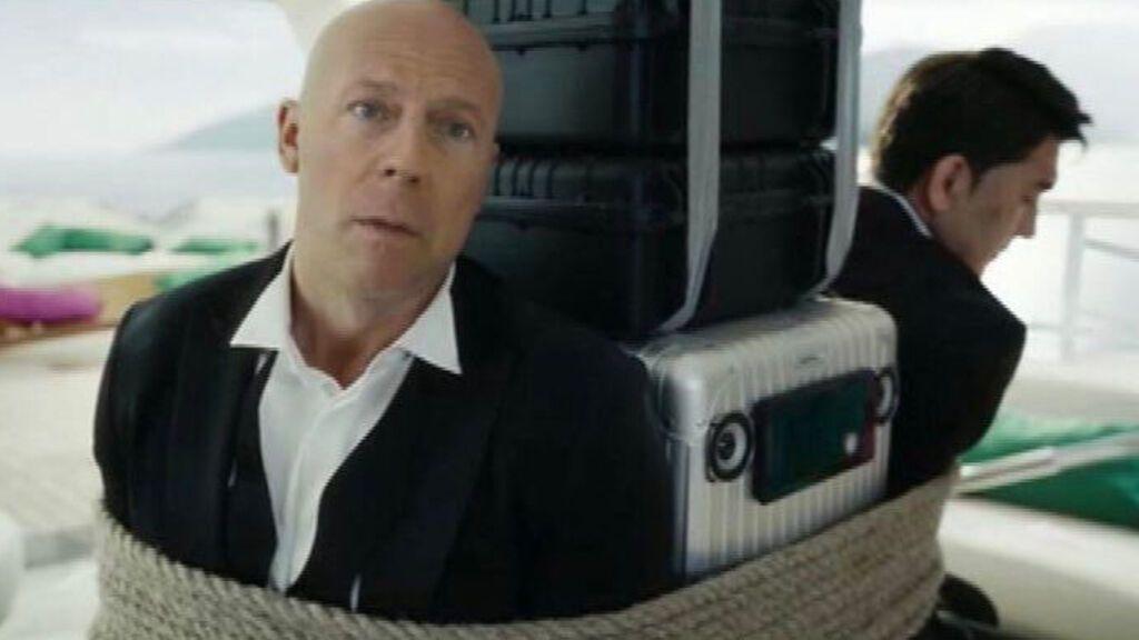 Recrean el rostro de Bruce Willis para desactivar una bomba en un anuncio de telefonía rusa
