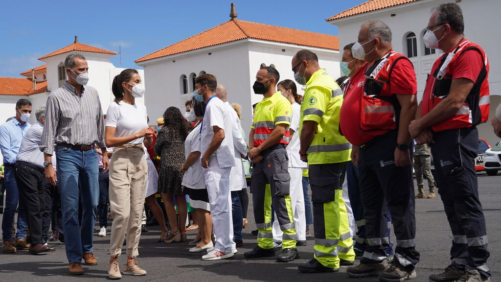 Los reyes de España visitan la Palma para arropar a sus vecinos