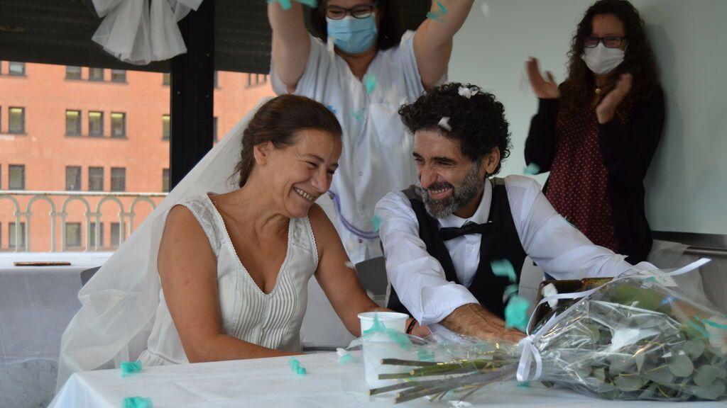 El Hospital Vall d'Hebron celebra por primera vez una boda de un paciente ingresado