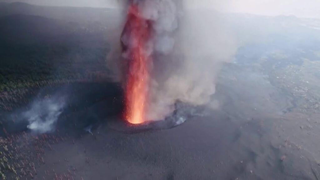 Las imágenes más espectaculares del cráter del volcán de La Palma a vista de dron