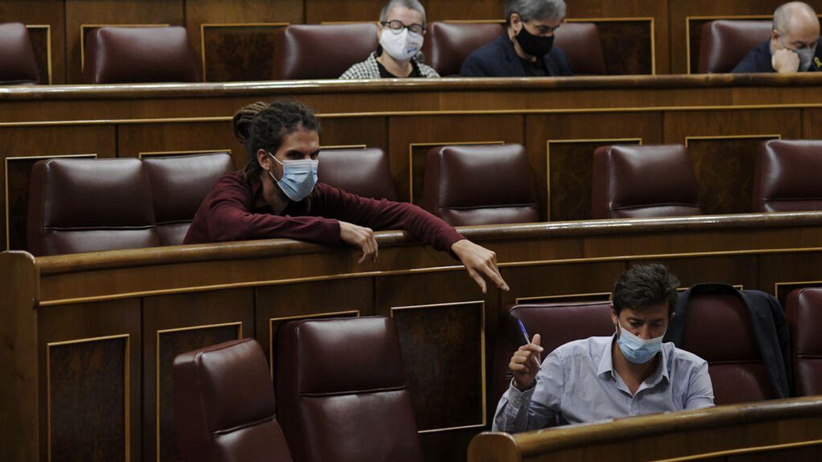 La oposición en bloque aprueba rebajar los alquileres que cobra Aena y fuerza la abstención del PSOE
