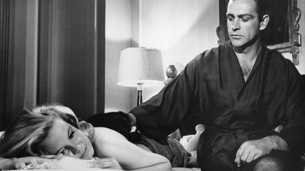 Sean Connery y Molly Peters en 'Thunderball' (1962)