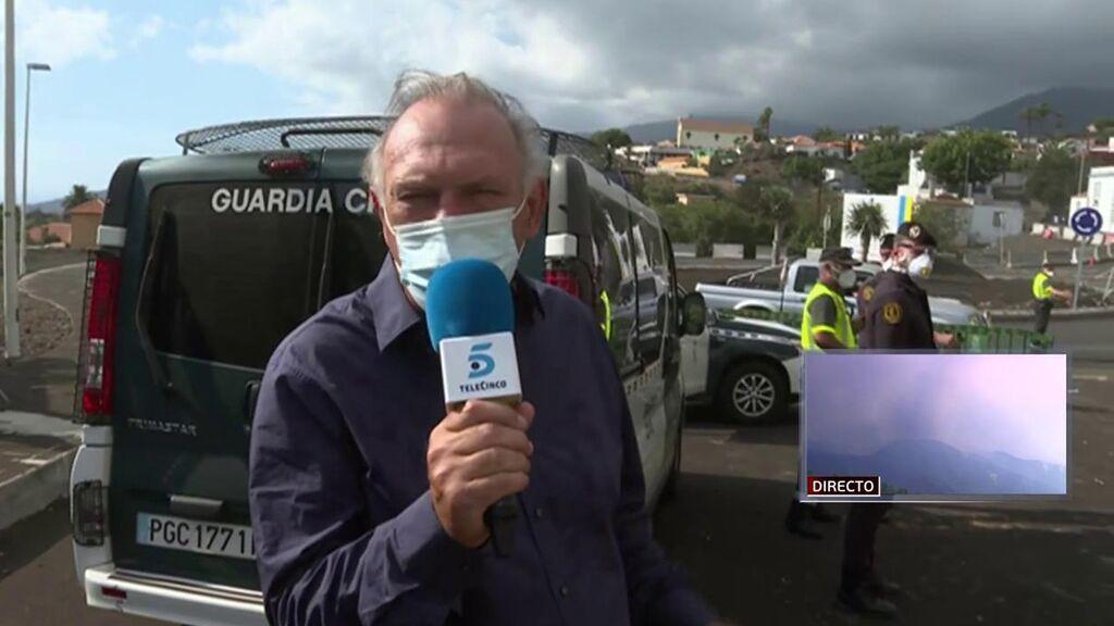 Pedro Piqueras en los controles de la zona de riesgo del volcán