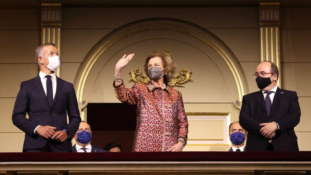 La emérita Sofía sustituye a los reyes , de visita en La Palma, en el estreno de la nueva temporada del Teatro Real