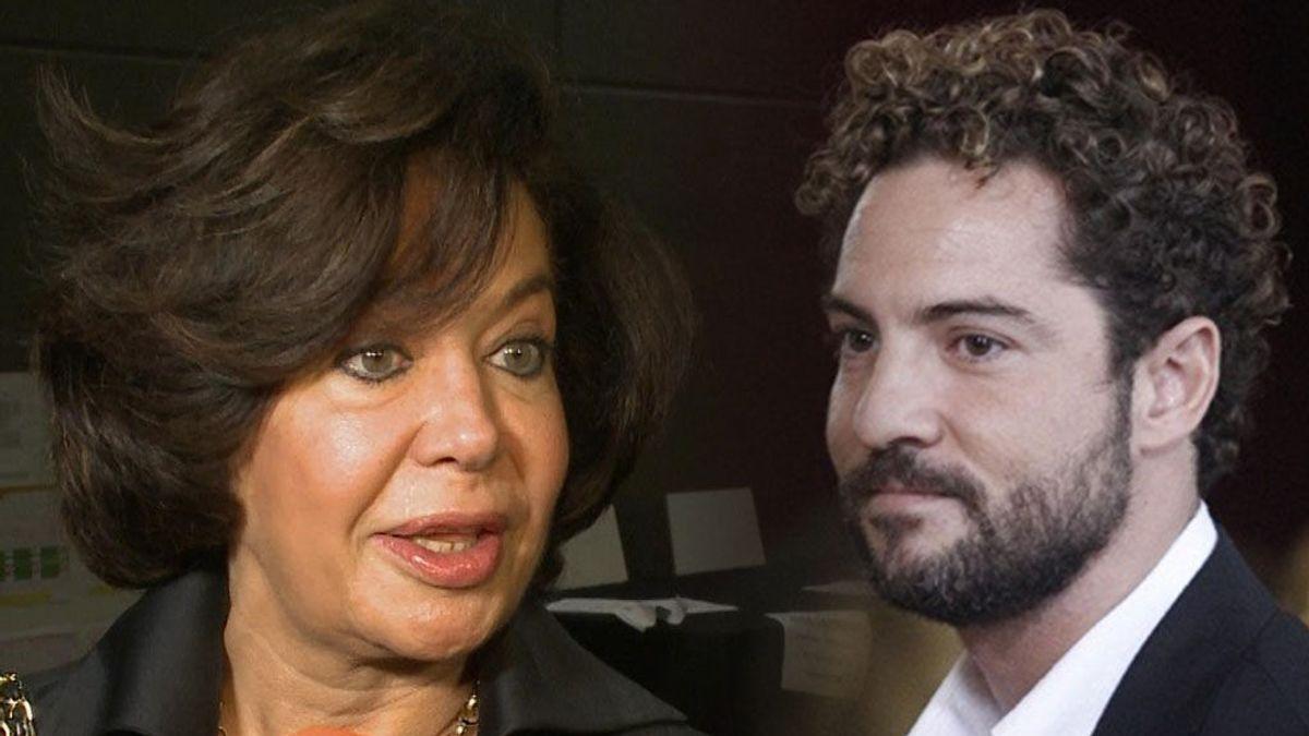 La madre de Elena Tablada asegura que su hija y David Bisbal le regañan cuando sube fotos de Ella