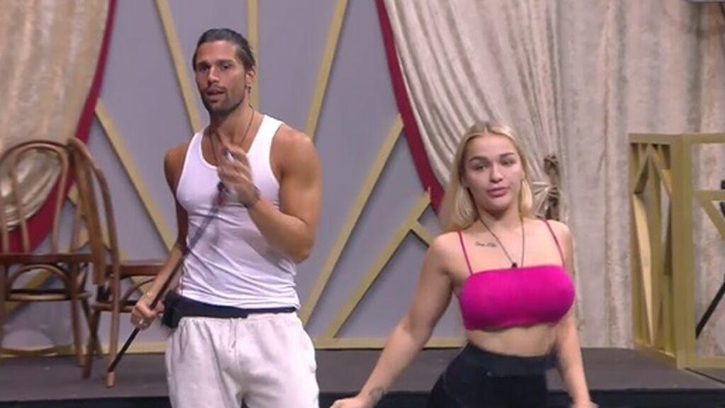 Luca y Emmy ensayan