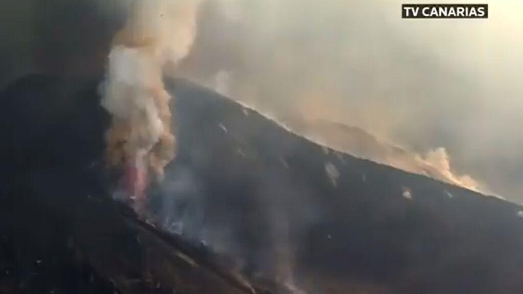 Momento de la explosión extrema del volcán de La Palma