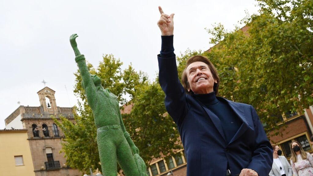 Raphael será eterno en Linares con su estatua en vidrio reciclado