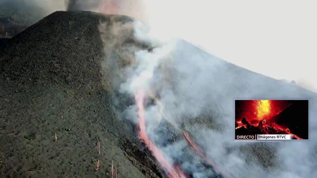 Dos nuevas bocas en el volcán de La Palma escupen más lava