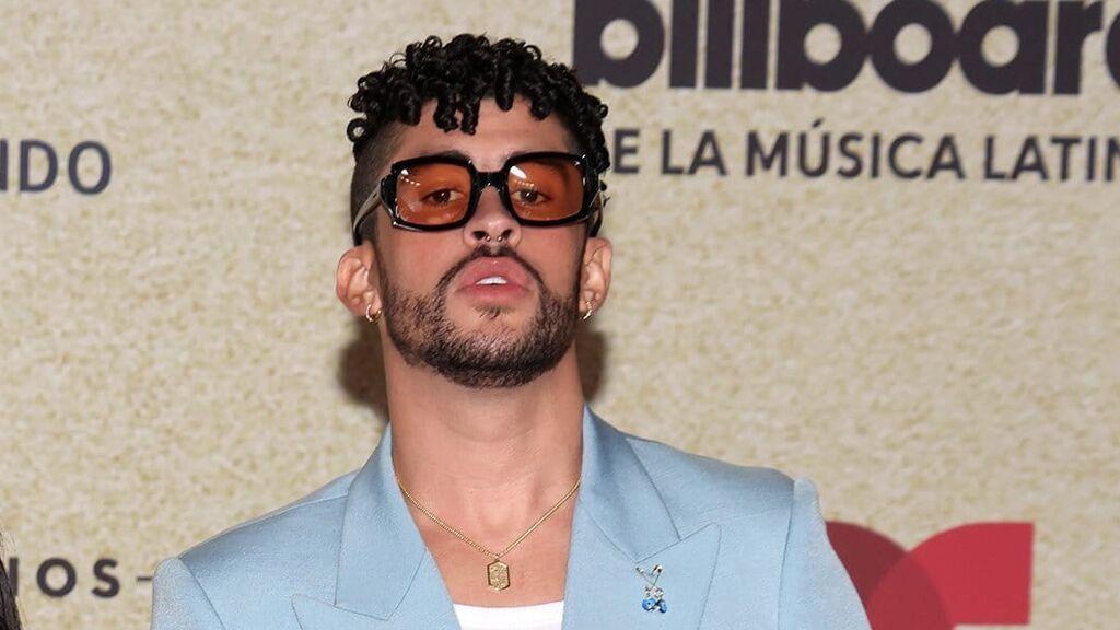 Bad Bunny desfila por primera vez con su novia por la alfombra de los Billboard Latin Music Awards