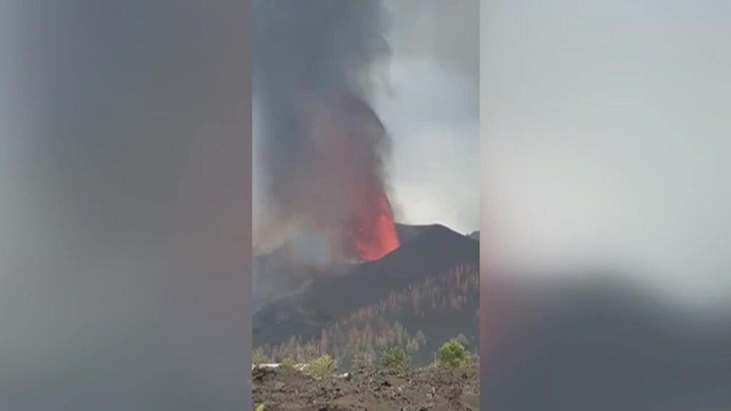 ¿Por qué echa humo blanco el volcán de Cumbre Vieja en La Palma?