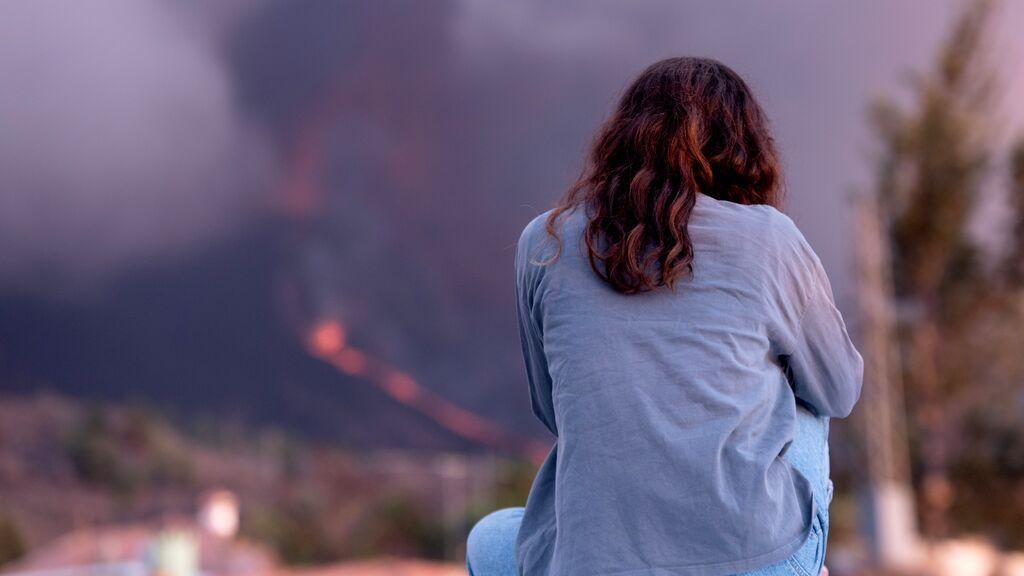 Canarias pide a los palmeros evitar actividades al aire libre: se recomienda el uso de mascarilla y gafas