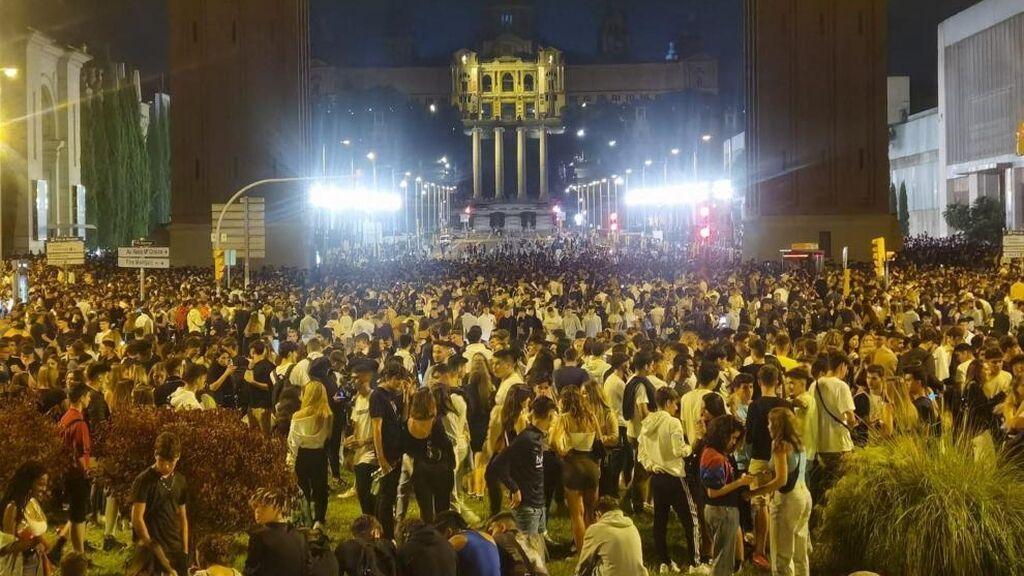 Última hora del coronavirus: el macrobotellón se traslada a las playas de Barcelona con más actos vandálicos