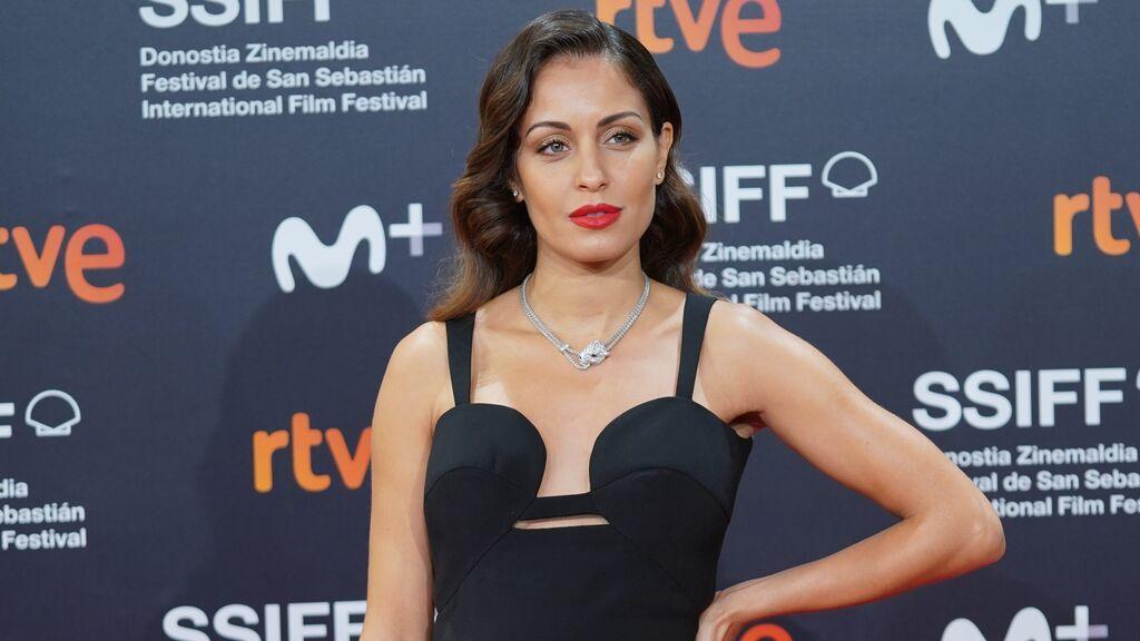 Hiba Abouk confirma su segundo embarazo en la alfombra roja de San Sebastián